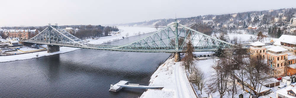 panorama Blaues Wunder Dresden im Winter